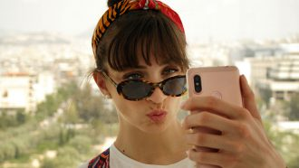 Selfie troubles Dit is de reden waarom we vaak ontevreden zijn over een foto van onszelf