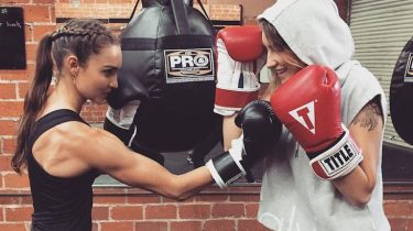 vrouwen die boksen