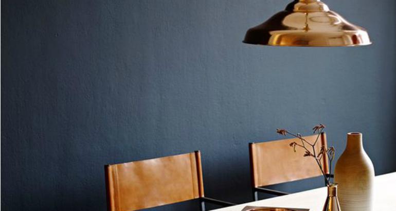 verf nooit een hele ruimte in deze kleur maar kies n muur uit die ook veel licht vangt combineer deze trend met accessoires in het bruin goud