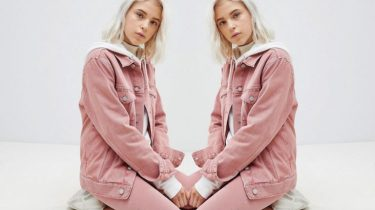 roze denim jas