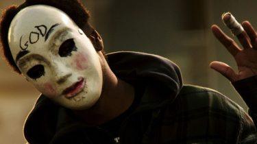 foto van persoon met masker op, the purge tv-serie trailer