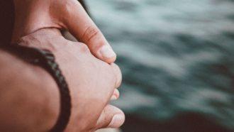 Dit zijn de 11 dingen die happy koppels doen om hun relatie perfect te houden