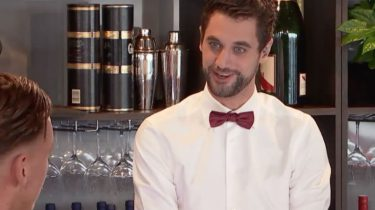 eerste beelden first dates 2018 gemist knappe barman instagram first dates hotel