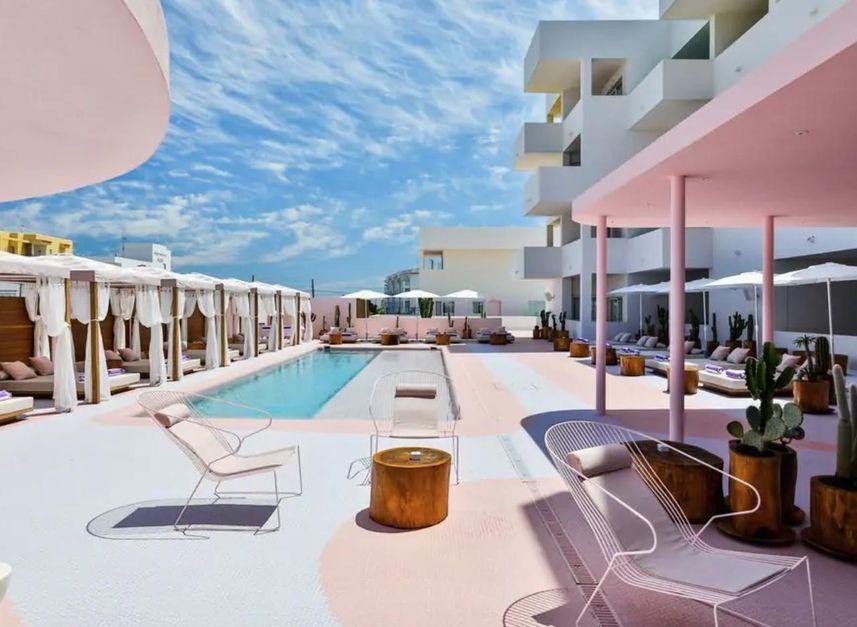 roze hotel ibiza aanbieding