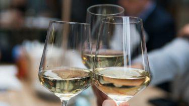 witte wijn maakt een leuke vriendin