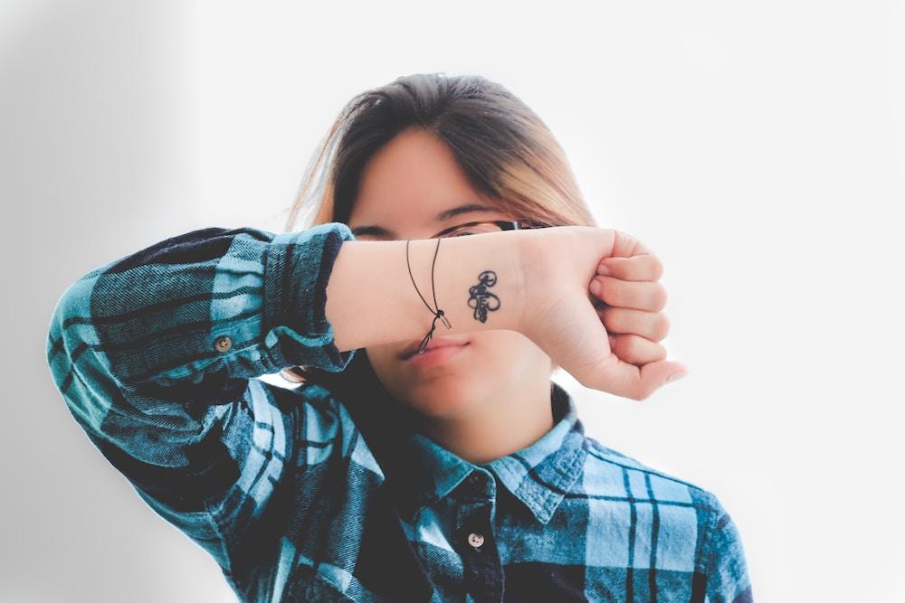 wat een pols tatoeage over je persoonlijkheid zegt