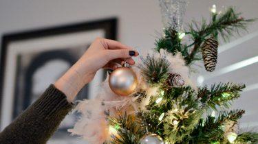 kerstboom opzetten zonder ruzie goed voor je relatie
