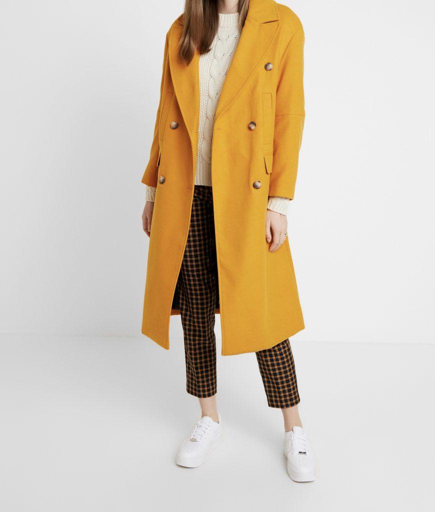 vrouwen die lange jassen dragen